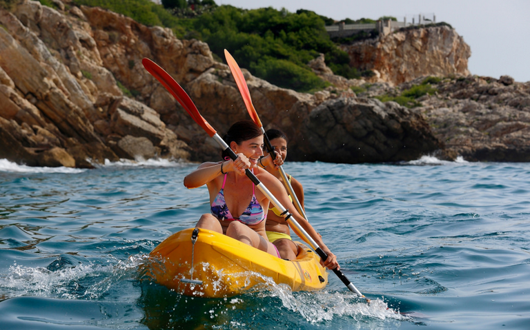 Practice water sports in Salou