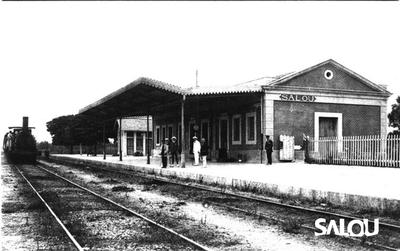 Gare. Inauguré le 12 mars 1865 avec l'ouverture de la section Amposta Tarragona.