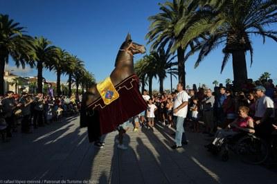 Personnages traditionnels des fêtes : la Mule