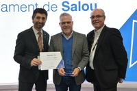 El alcalde de Salou, Pere Granados, y el concejal de Nuevas Tecnologías, Jesús Barragán, reciben el distintivo Soy Smart de manos del consejero Jordi Puigneró
