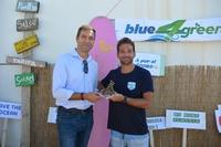 Lucas del Paso recibe una cálida bienvenida en el Náutico de Salou, en el intento de batir el récord Guinness montado en su moto acuática