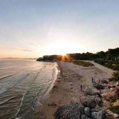Пляж Llarga